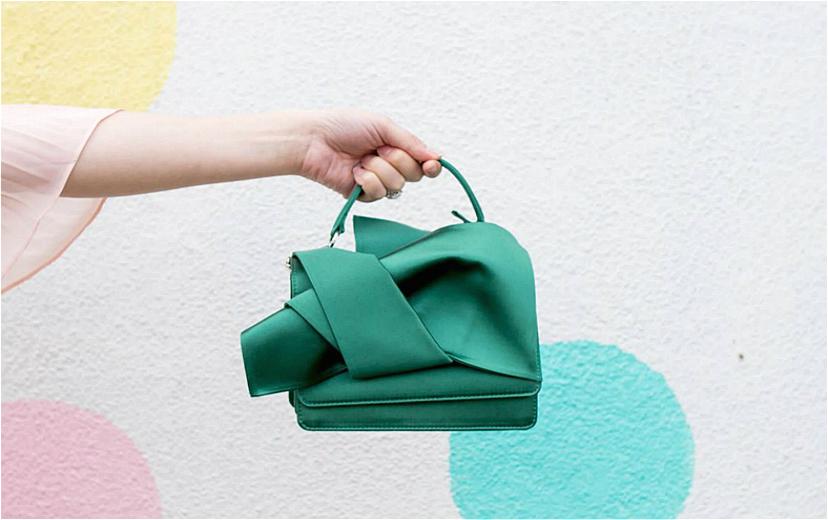 还记得风靡一时的大蝴蝶结包吗 这个女装品牌No.21来北京三里屯了