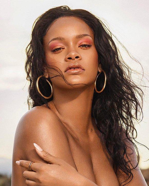 【是日美好事物】蕾哈娜的沙滩妆产品 以及主打塑料元素的达芙妮xOpening Ceremony