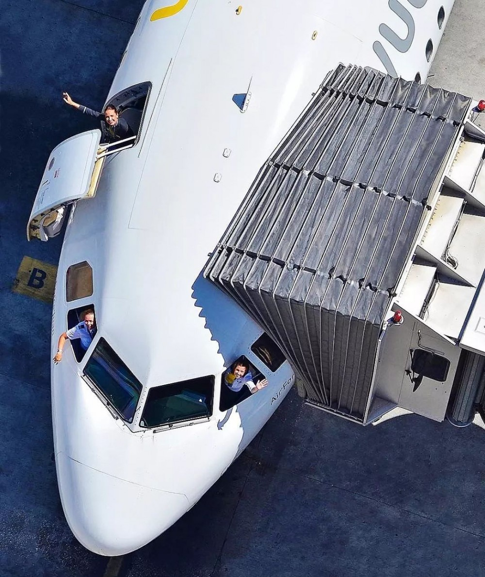 """在飞机上也能组队""""吃鸡""""了!"""