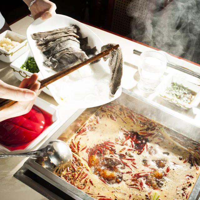 兔头猪脑小龙虾,外国人竟然也有成都胃