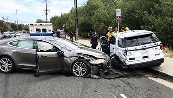 特斯拉又出事 这次撞的是警车